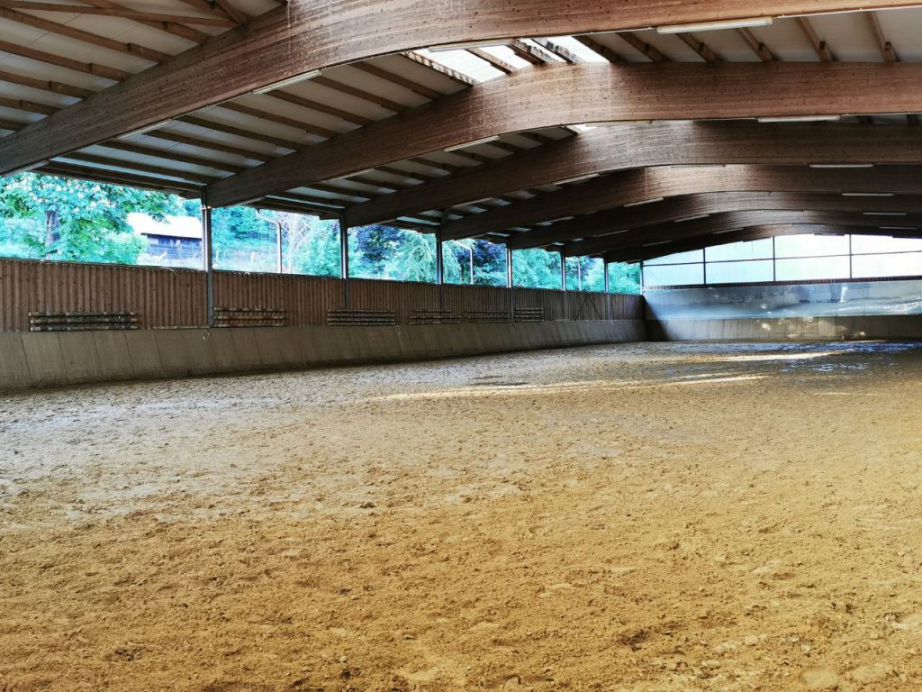 Reiter-Pferde-Hof Gösingen Reithalle